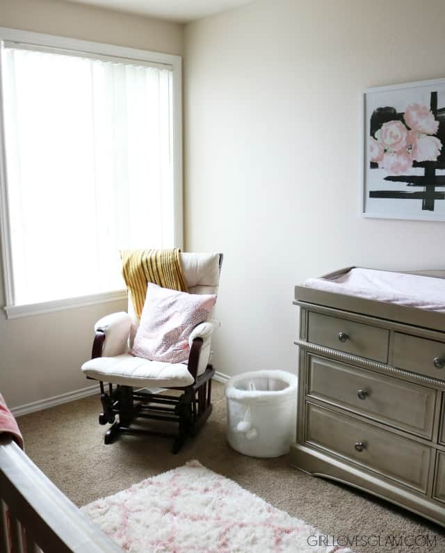 Simple Nursery Decor on www.girllovesglam.com