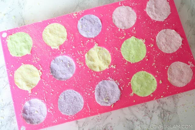 Making Flower Bath Bombs on www.girllovesglam.com