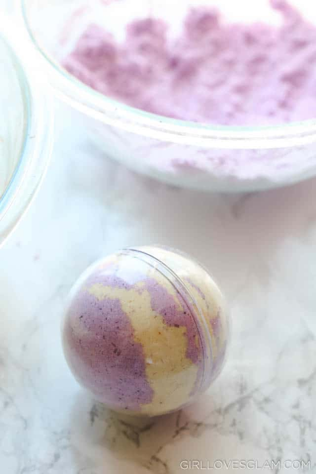 How to Make Bath Bombs on www.girllovesglam.com
