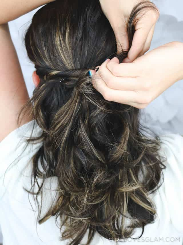 Easy Curly Hairstyle on www.girllovesglam.com