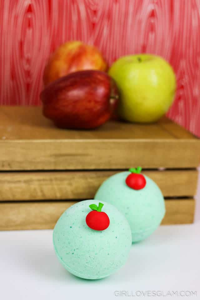 Caramel Apple Bath Bomb Recipe on www.girllovesglam.com #bathbomb #easy