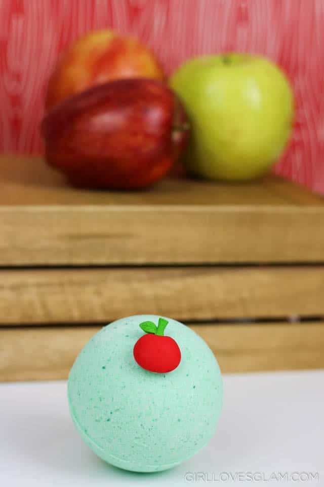 Caramel Apple Bath Bomb Recipe on www.girllovesglam.com
