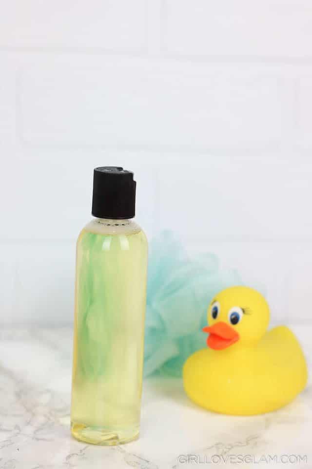 Bedtime Baby Bath on www.girllovesglam.com #bedtime #baby #bath