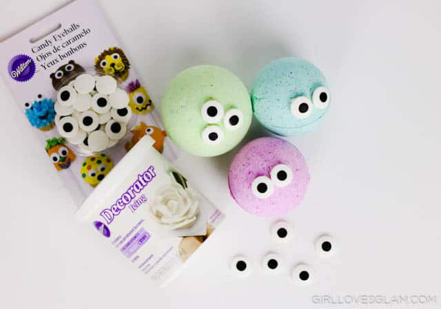 Making Bath Bombs for Kids on www.girllovesglam.com