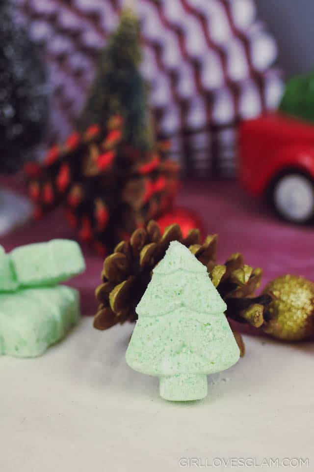 Bath Bomb Christmas Recipe on www.girllovesglam.com