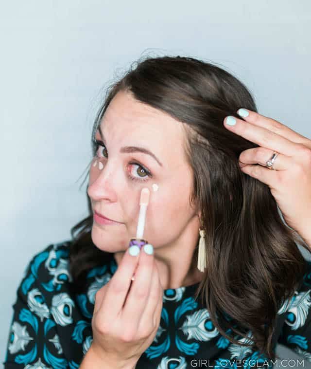 How to put concealer under eyes