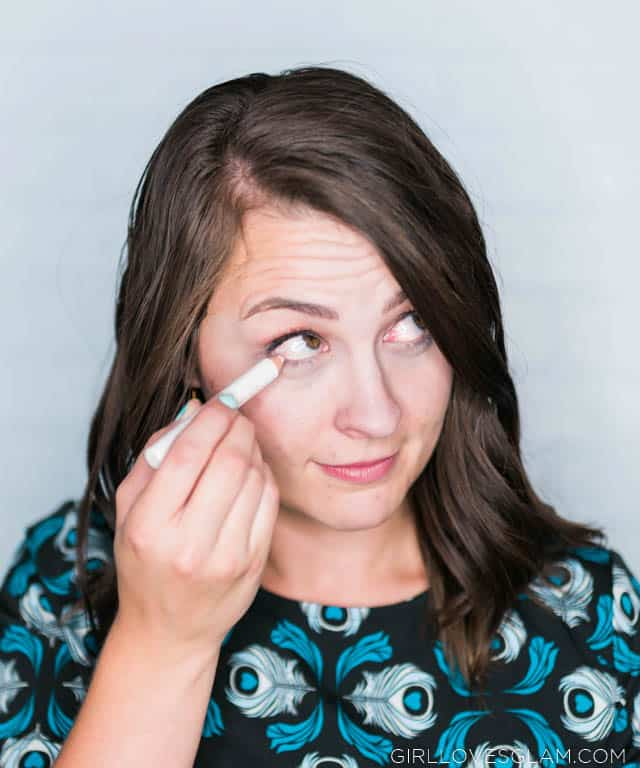 Brightening eyes with eyeliner