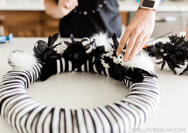 Easy Black and White Wreath